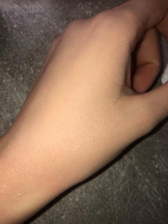 La mano con il prodotto